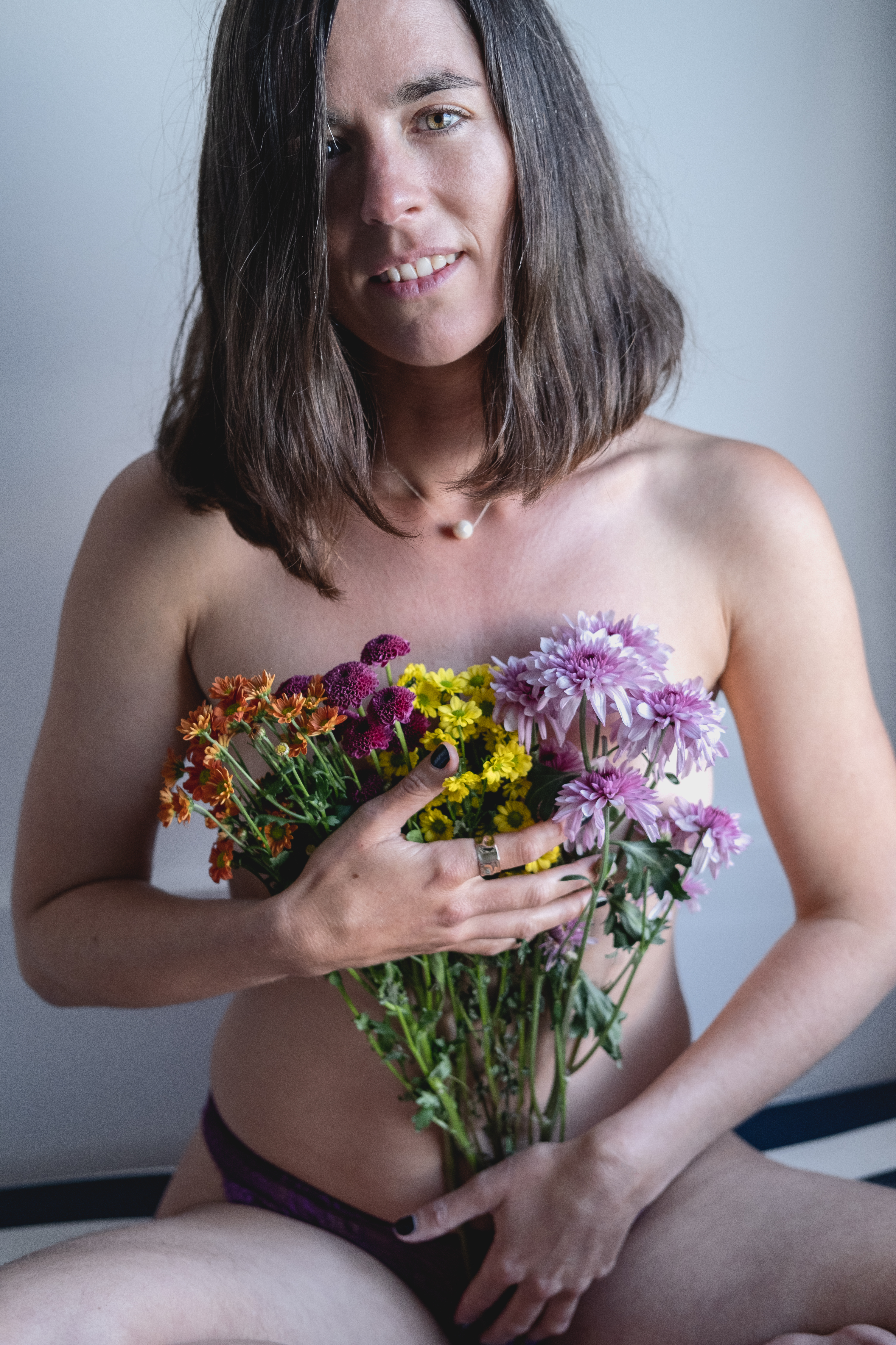 Leen S with flowers - Sublime Life Coaching Erotic Boos!